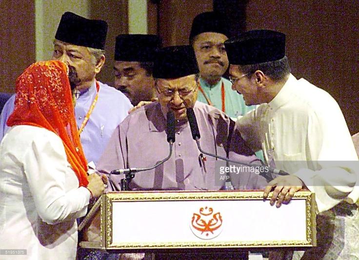 Mahathir resigns